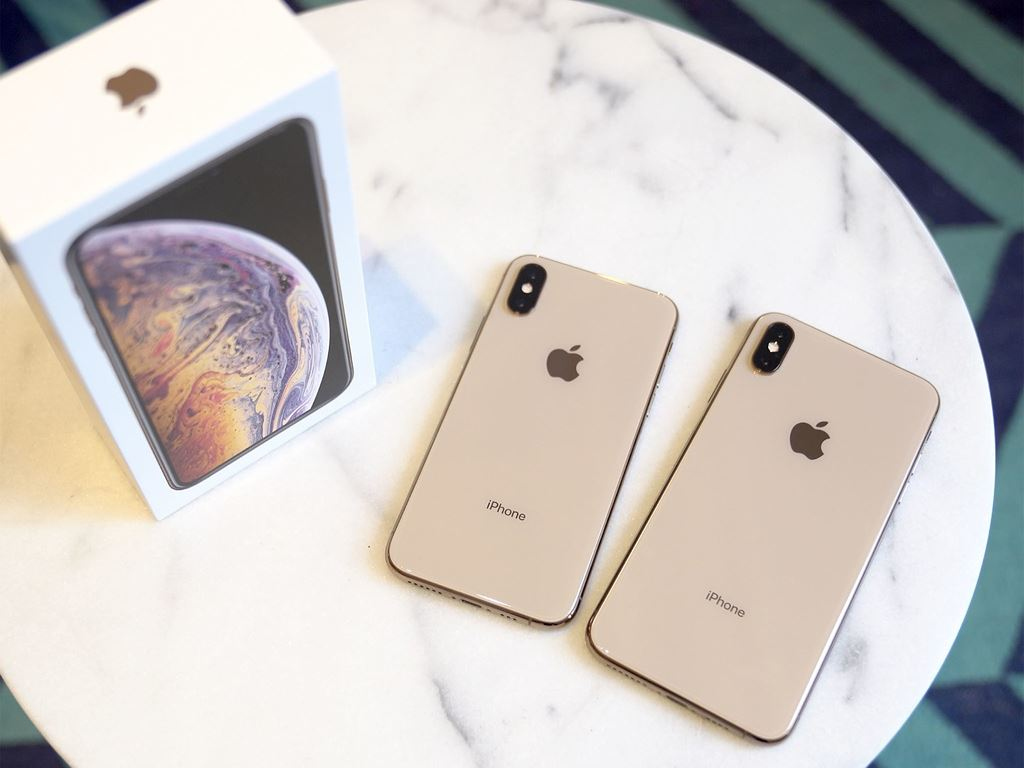apple_iphone_xs_max_dang_hot_hon_so_voi_iphone_xs_minh_duc_2__imcj