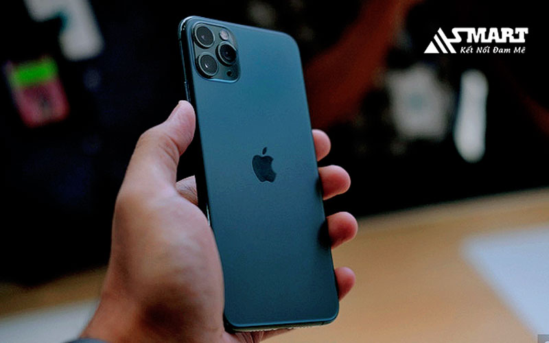 iphone-11-pro-max-duoc-trang-bi-mat-lung-lam-mo