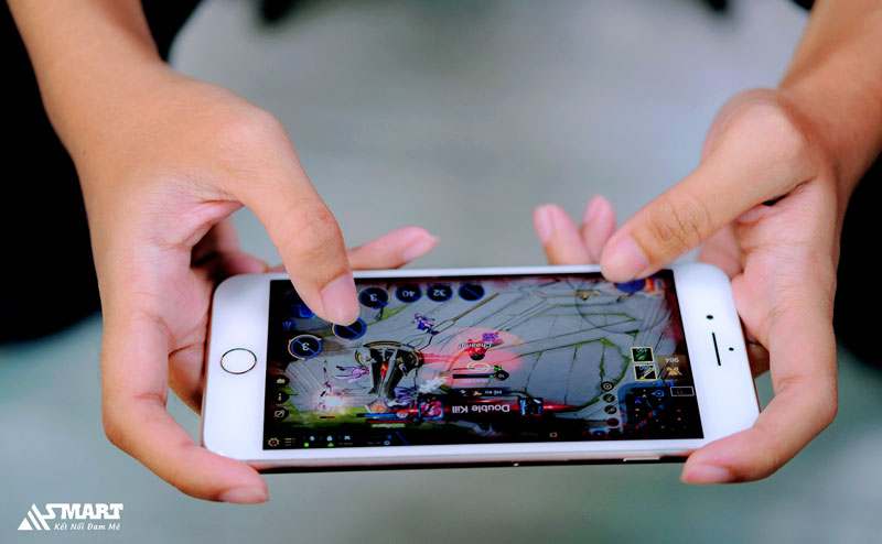 iphone-7-plus-khi-choi-game-lien-minh-huyen-thoai-toc-chien-asmart-store